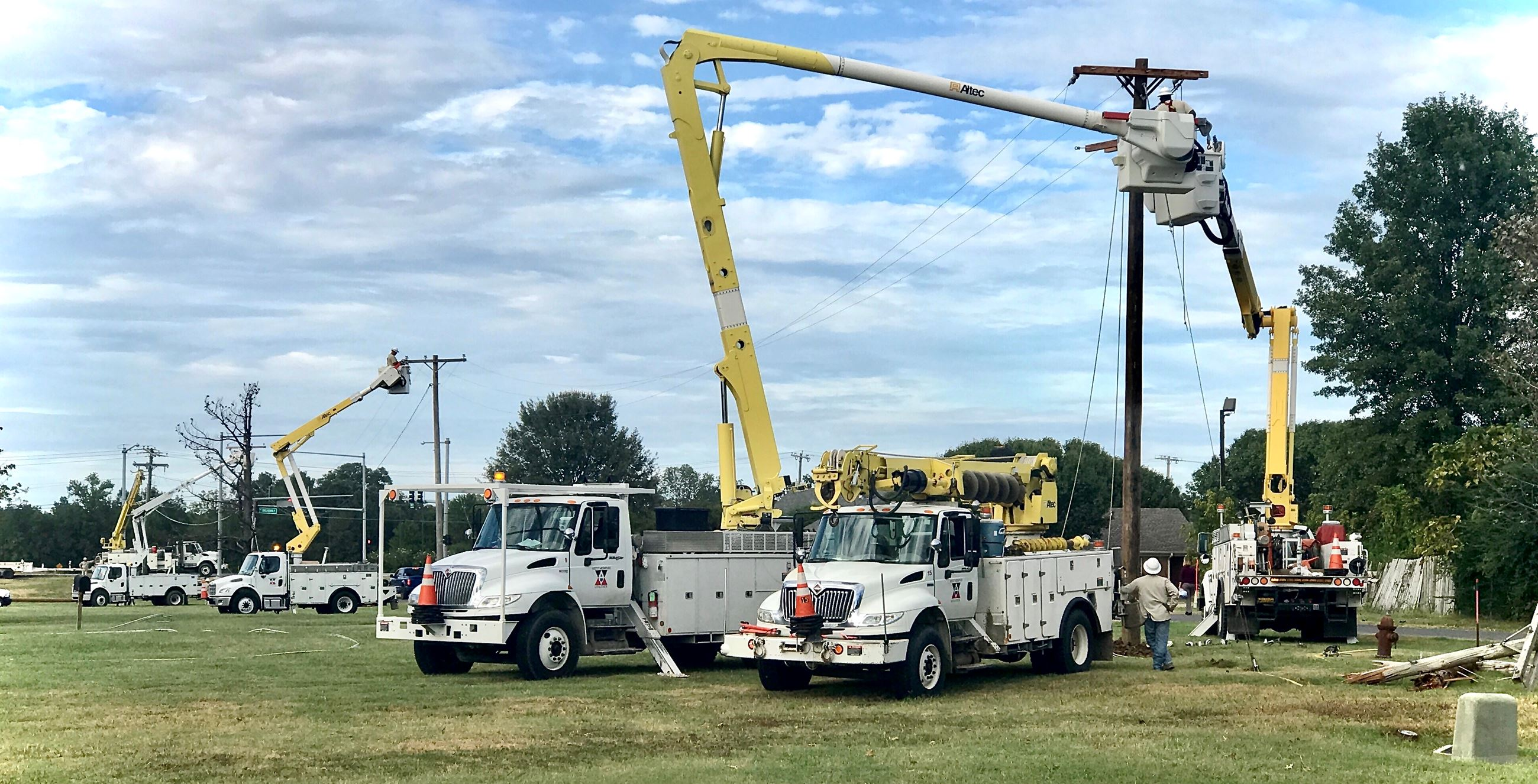 West Memphis Utilities working on lines
